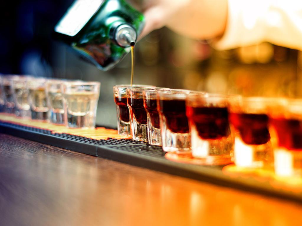 Câte calorii sunt în băuturile alcoolice. Beneficiile alcoolului pentru pierderea în greutate