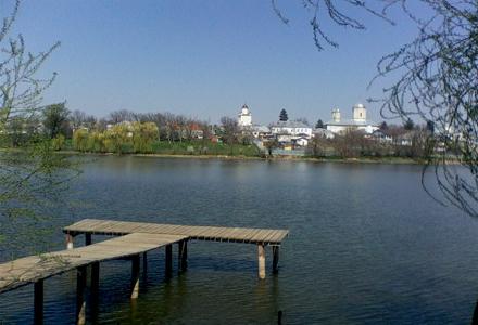 slabire padure lac