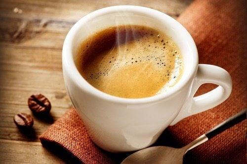 cafea inhibă pierderea în greutate