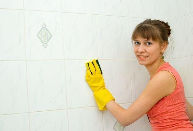 îndepărtați petele de grăsime de pe pereți)