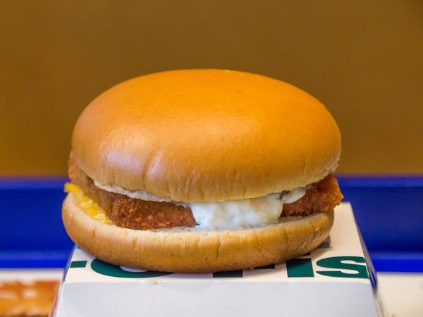 Un barbat a mancat 3 luni doar la McDonald's. Rezultatul neasteptat al acestei cure. FOTO