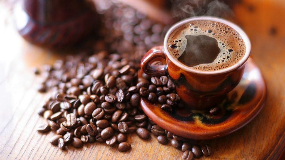 Cafea neagră în pierderea de grăsime.