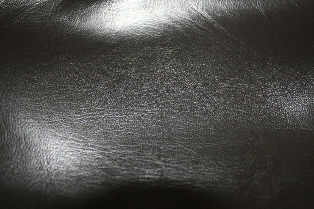 îndepărtați petele de grăsime din piele