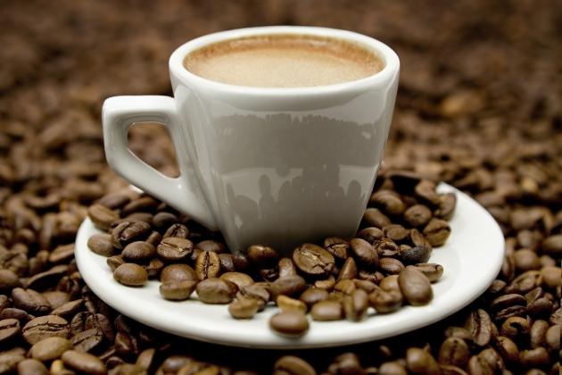 cafeaua te poate ajuta să arzi grăsime)