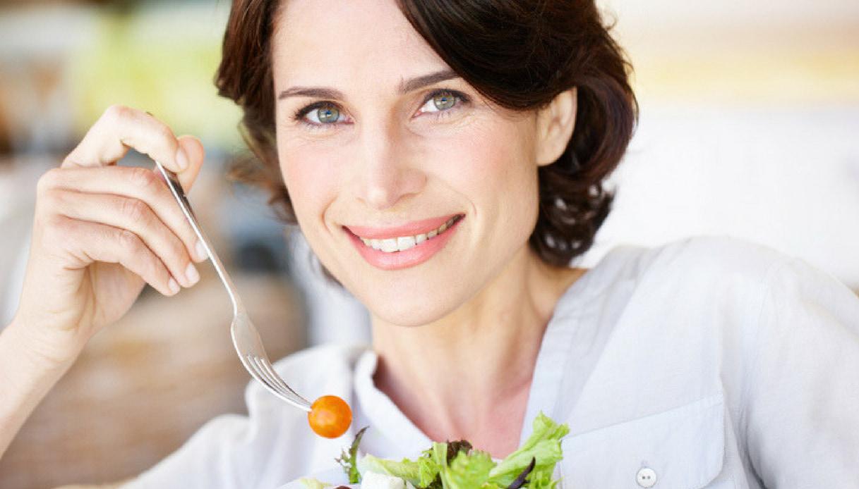 Modul în care nevoile dvs. nutriționale se schimbă pe măsură ce îmbătrânești - Sanatatea Ta